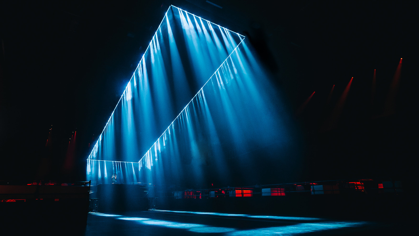 Seamless light tunnel from X4 Bars for Solomun